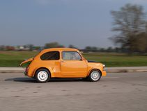 Grande cuore nella piccola automobile Fotografie Stock