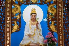 Grande de la estatua del guanyin de dios en el templo de China Fotos de archivo