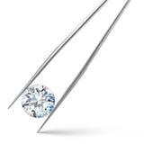 Grande diamante su fondo bianco in pinzette Fotografie Stock Libere da Diritti