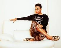 Grande donna afroamericana abbastanza alla moda di mamma ben vestito SWA Fotografia Stock