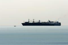 Grande e navio pequeno Imagem de Stock