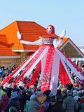 Grande effigie durante la festa sopra la folla Fotografia Stock Libera da Diritti
