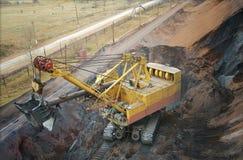 Grande escavatore elettrico in una cava fotografie stock libere da diritti