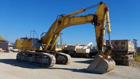 Grande escavatore parcheggiato Immagine Stock Libera da Diritti