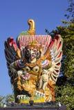 Grande escultura de um pássaro Garula, Sanur, Bali, Indonésia Fotos de Stock