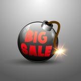 Grande etichetta di vendita sulla bomba rotonda con il fusibile di combustione Fotografia Stock Libera da Diritti