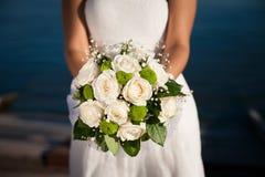 Grande evento, conceito do ramalhete do casamento Noiva que guardara o ramalhete Fotografia de Stock Royalty Free