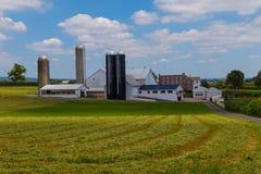 Grande exploração agrícola do Condado de Lancaster Amish no verão foto de stock