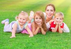 Grande famiglia felice Fotografie Stock Libere da Diritti