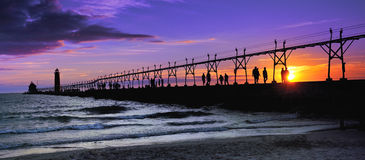 Grande faro del porto - siluetta di tramonto Fotografia Stock Libera da Diritti