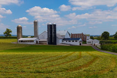 Grande ferme amish du comté de Lancaster en été photo stock