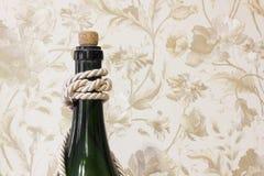 Grande fine della bottiglia su Bottiglia con le nappe fotografie stock