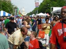 Grande folla al festival del barbecue fotografia stock