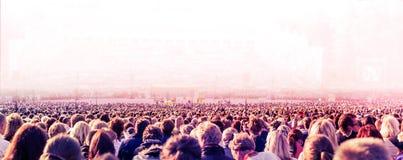 Grande folla della gente immagini stock libere da diritti