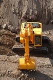 Grande funcionamento da máquina escavadora Fotografia de Stock
