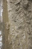 Grande fundo o cimento é amassado para reparar trotures fotos de stock royalty free