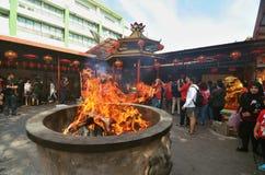 Grande fuoco durante la celebrazione cinese del nuovo anno, Jakarta immagini stock libere da diritti