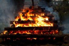 Grande fuoco, streghe brucianti Fotografie Stock Libere da Diritti