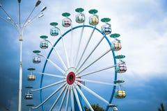 Grande grande roue par temps nuageux Images stock