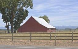 Grande grange dans un domaine Orégon photo stock