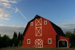Grande grange rouge photographie stock
