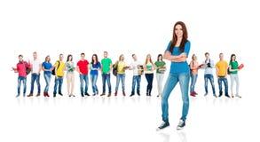 Grande grupo de estudantes adolescentes no branco Foto de Stock