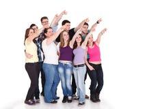 Grande grupo de estudantes que aponta no espaço da cópia Foto de Stock Royalty Free