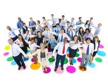 Grande grupo de executivos que guardam as mãos Imagem de Stock Royalty Free