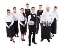 Grande grupo de garçons e de empregadas de mesa imagens de stock royalty free