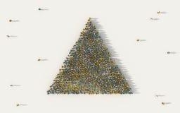 Grande grupo de pessoas que forma um ícone da geometria do triângulo no conceito social dos meios e da comunidade no fundo branco ilustração stock