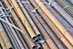 Grande grupo de tubos circulares do metal fotografia de stock