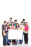 Grande gruppo di allievi con il segno in bianco Immagine Stock