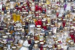 Grande gruppo di bruciatura delle candele votive fotografia stock libera da diritti