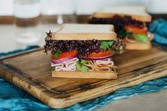Grande haut étroit servi de hachoir de dinde de sandwichs par viande Image stock