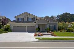 Grande HOME feita sob encomenda com quatro frontões Fotografia de Stock
