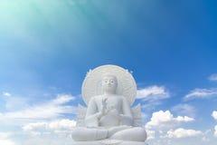 Grande image blanche de Bouddha chez Saraburi, Thaïlande photo stock