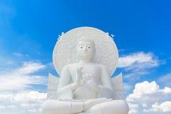 Grande image blanche de Bouddha chez Saraburi, Thaïlande image libre de droits