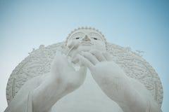 Grande image blanche de Bouddha dans Saraburi, Thaïlande images stock