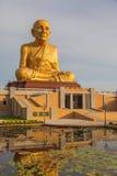 Grande image de Bouddha dans le jardin de bouddhisme Images libres de droits