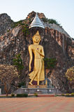 Grande image de Bouddha sur la falaise Photos stock