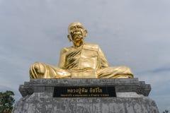 Grande immagine dorata dell'unità di elaborazione Tim Isarigo di Luang Fotografia Stock