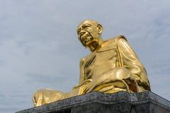 Grande immagine dorata dell'unità di elaborazione Tim Isarigo di Luang Fotografie Stock Libere da Diritti