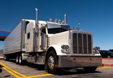 Grande impianto di perforazione classico oh la fermata di camion Fotografie Stock Libere da Diritti