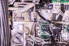 Grande imprimante professionnelle, tir détaillé de la carte mère et le système de câblage photographie stock libre de droits