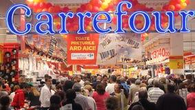 Grande inauguração de Carrefour Vulcan do hipermercado vídeos de arquivo