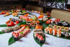 Grande insieme del maki dei sushi immagine stock libera da diritti