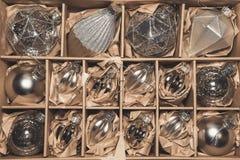 Grande insieme delle bagattelle di vetro d'argento di lusso Immagini Stock Libere da Diritti