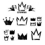 Grande insieme delle siluette delle corone Icone nere di lerciume Dipinto a mano con una spazzola ruvida Illustrazione di vettore Immagine Stock Libera da Diritti