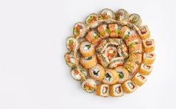 Grande insieme rotondo dei sushi con il genere differente di rotoli Immagini Stock
