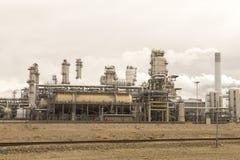 Grande instalação petroquímica na área do porto de Rotterdam fotografia de stock royalty free